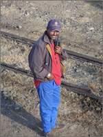 Personal/5436/ogbazghi-tombosi-ist-der-unermuedliche-organisator Ogbazghi Tombosi ist der unermüdliche Organisator der Fotohalte und Koordinator zwischen Triebwagen und Dampfzug. (31.10.2008)